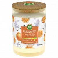 Air Wick Orangenschale & Kaminholz svece ar apelsīnu miziņu un vīraka aromātu 185g   Multum
